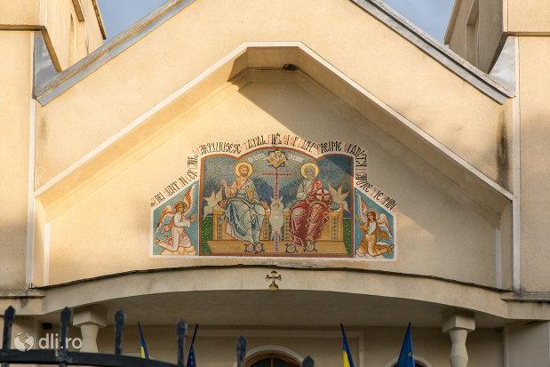 pictura-de-la-intrare-in-biserica-sf-treime-din-budesti-judetul-maramures.jpg
