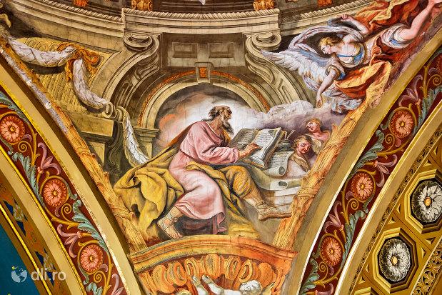 pictura-din-biblie-bazilica-romano-catolica-din-oradea-judetul-bihor.jpg