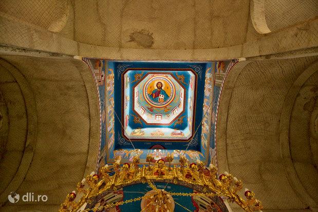 pictura-interioara-de-la-turnuri-de-la-biserica-ortodoxa-nasterea-maicii-domnului-din-cavnic-judetul-maramures.jpg