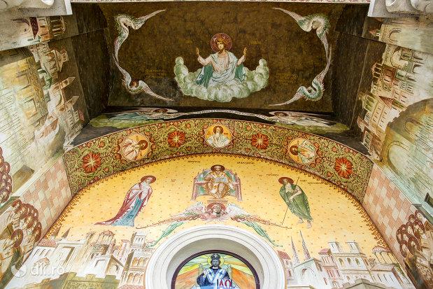 pictura-interioara-din-biserica-ortodoxa-nasterea-maicii-domnului-din-bixad-judetul-satu-mare.jpg