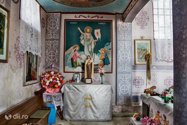 pictura-invierea-domnului-si-statuie-in-biserica-sf-arhangheli-mihail-si-gavril-din-viile-satu-mare-judetul-satu-mare.jpg