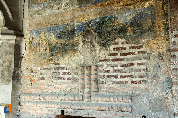 pictura-murala-ce-urmeaza-a-fi-restaurata-manastirea-strehaia-judetul-mehedinti.jpg