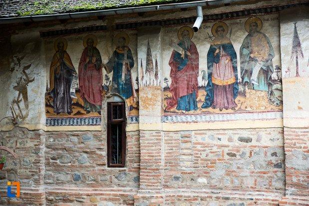 pictura-murala-exterioara-biserica-adormirea-maicii-domnului-olari-din-curtea-de-arges-judetul-arges.jpg