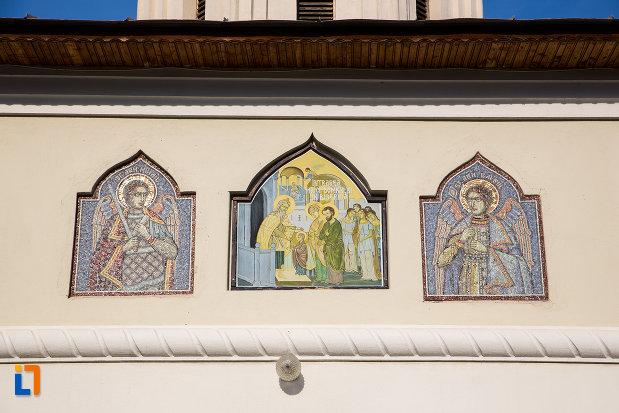 picturi-cu-sfinti-biserica-intrarea-maicii-domnului-in-biserica-din-gaesti-judetul-dambovita.jpg