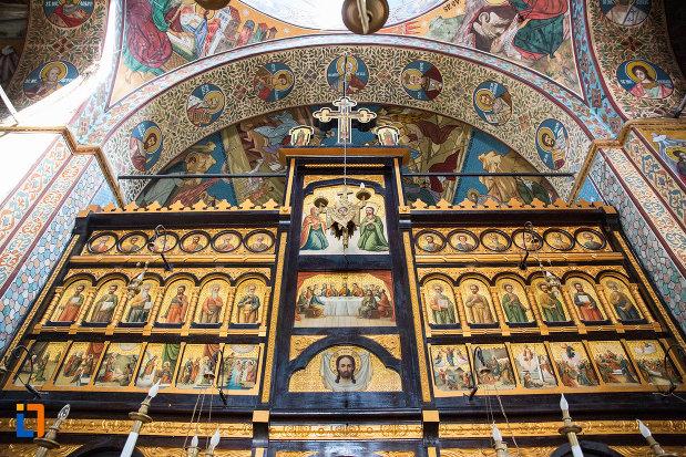 picturi-cu-sfinti-biserica-ortodaxa-sf-gheorghe-din-mangalia-judetul-constanta.jpg