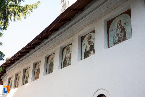 picturi-cu-sfinti-biserica-sf-ilie-din-gaesti-judetul-dambovita.jpg