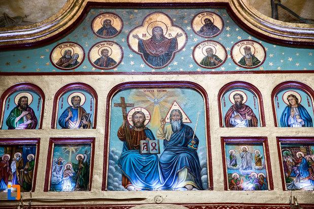 picturi-cu-sfinti-biserica-sf-voievozi-din-pucioasa-judetul-dambovita.jpg