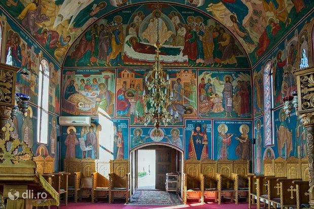 picturi-cu-sfinti-in-manastirea-scarisoara-noua-judetul-satu-mare.jpg