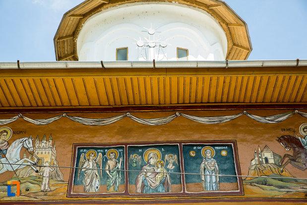 picturi-de-pe-biserica-cuvioasa-paraschiva-din-scornicesti-judetul-olt.jpg