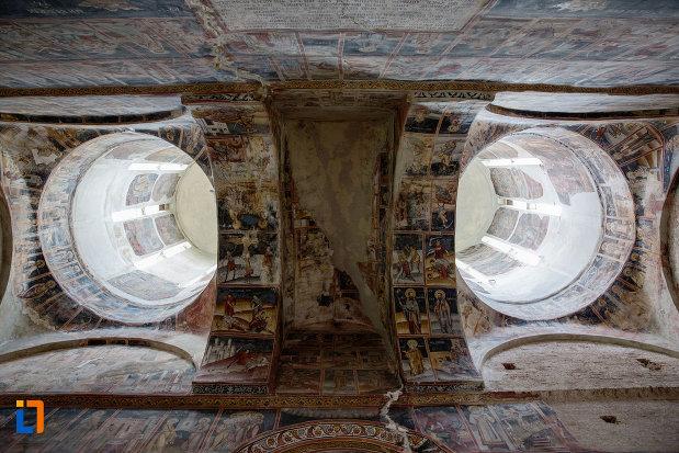 picturi-expuse-in-biserica-domneasca-adormirea-maicii-domnului-din-targoviste-judetul-dambovita.jpg