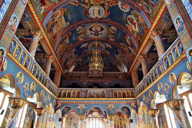 picturi-interioare-din-biserica-sfantul-dimitri-izvoratorul-din-carei-judetul-satu-mare.jpg