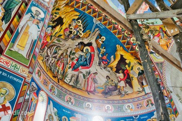 picturi-interioare-manastirea-marius-judetul-satu-mare.jpg