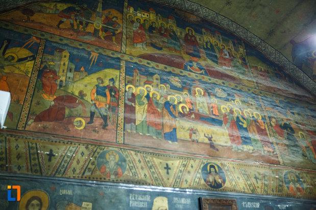 picturi-murale-aflate-in-biserica-de-lemn-sf-pantelimon-din-baile-olanesti-judetul-valcea.jpg