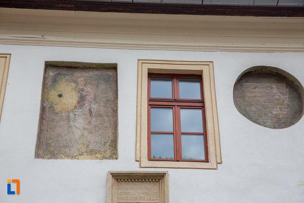 picturi-originale-de-la-casa-cu-fragment-din-capela-gotica-din-sibiu-judetul-sibiu.jpg