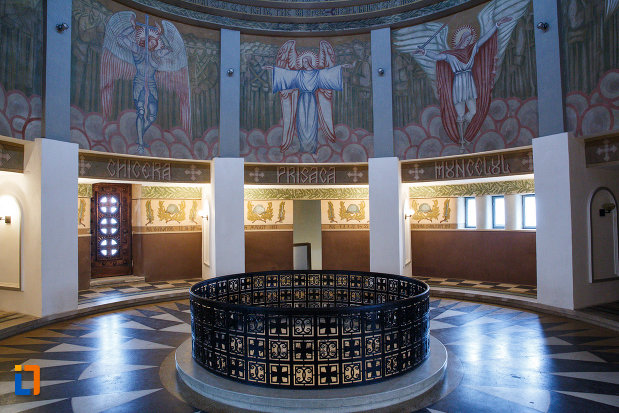 picturi-sfinte-mausoleul-eroilor-din-1916-1919-de-la-marasesti-judetul-vrancea.jpg