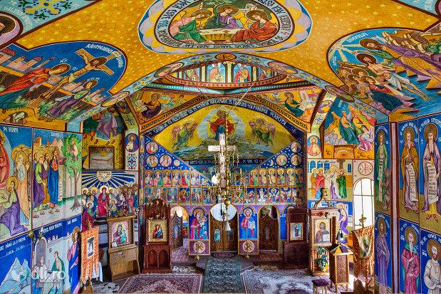 picturi-si-altarul-manastirii-portarita-din-prilog-judetul-satu-mare.jpg