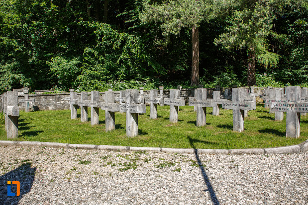 pietre-funerare-de-la-cimitirul-eroilor-din-sinaia-judetul-prahova.jpg