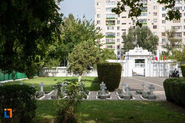pietre-funerare-de-la-cimitirul-eroilor-din-slobozia-judetul-ialomita.jpg