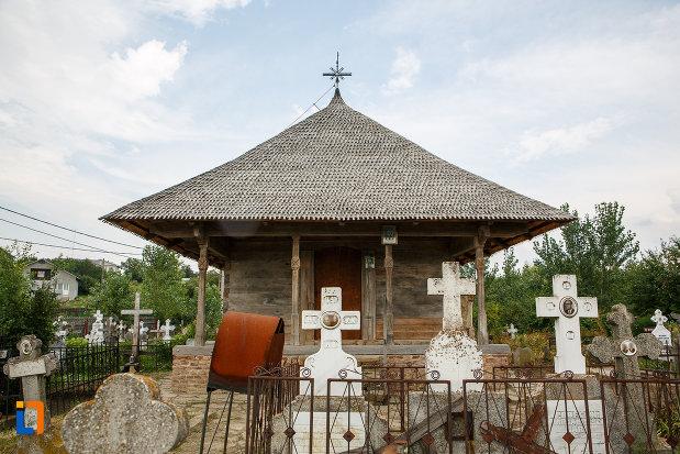 pietre-funerare-de-langa-biserica-de-lemn-cuvioasa-paraschiva-1782-din-videle-judetul-teleorman.jpg