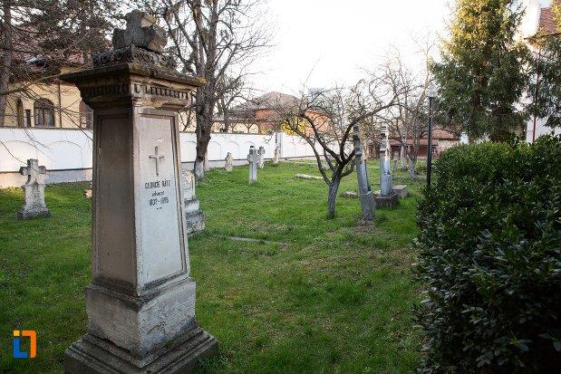 pietre-funerare-din-cimitirul-bisericii-grecesti-bunavestire-din-alba-iulia-judetul-alba.jpg