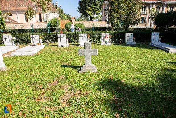 pietre-funerare-monumentul-eroilor-anticomunisti-din-brasov-judetul-brasov.jpg