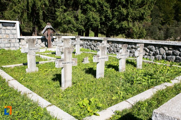 pietre-funerare-monumentul-si-cimitirul-eroilor-din-primul-razboi-mondial-din-predeal-judetul-brasov.jpg