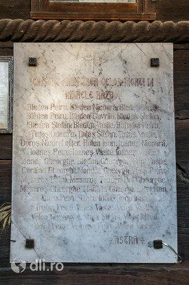 placa-comemorativa-de-la-biserica-de-lemn-din-sat-sugatag-judetul-maramures.jpg
