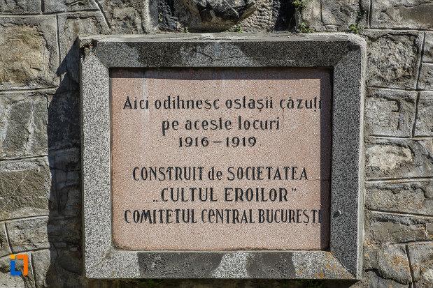 placa-comemorativa-de-la-cimitirul-eroilor-din-sinaia-judetul-prahova.jpg