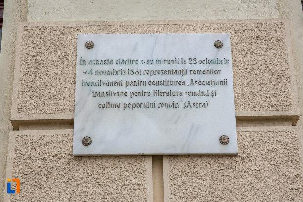 placa-comemorativa-de-la-facultatea-de-teologie-ortodoxa-andrei-saguna-din-sibiu-judetul-sibiu.jpg