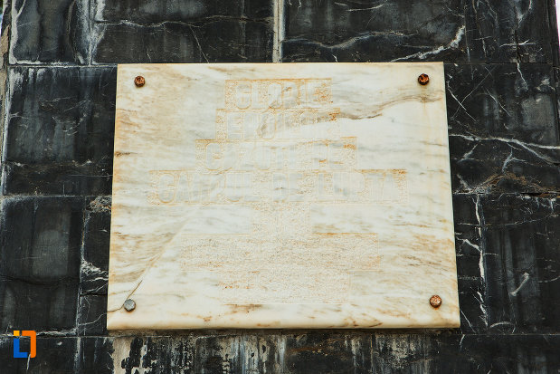 placa-comemorativa-de-la-monumentul-eroilor-din-tismana-judetul-gorj.jpg