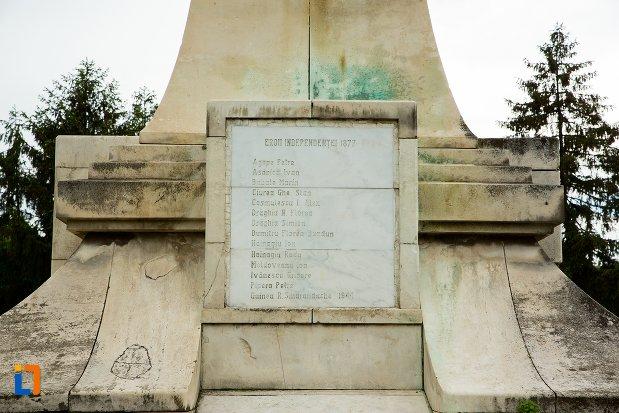 placa-de-marmura-cu-martiri-monumentul-independentei-din-corabia-judetul-olt.jpg