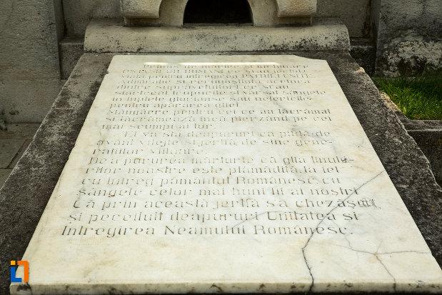 placa-de-marmura-inscriptionata-monumentul-eroilor-din-primul-razboi-mondial-din-drobeta-turnu-severin-judetul-mehedinti.jpg