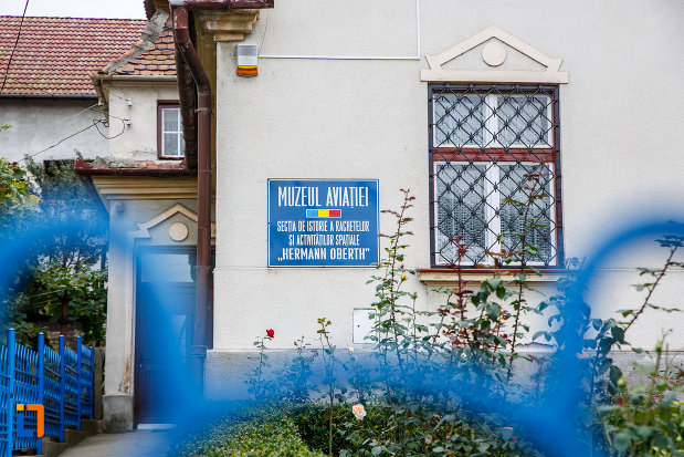placa-informativa-de-la-casa-memoriala-hermann-oberth-din-medias-judetul-sibiu.jpg