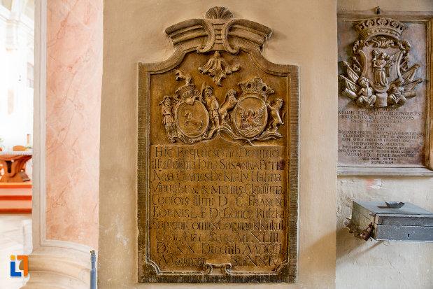 placa-insciptionata-din-biserica-franciscana-din-cluj-napoca-judetul-cluj.jpg