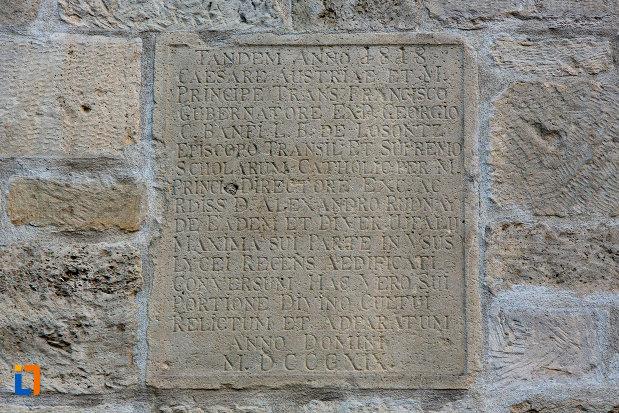 placa-inscriptionata-biserica-romano-catolica-calvaria-din-cluj-napoca-judetul-cluj.jpg