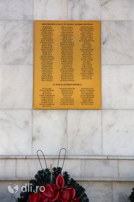 placura-de-pe-monumentul-eroilor-din-seini-judetul-maramures.jpg