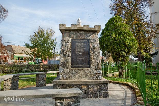 placuta-comemoratia-pe-monumentul-eroilor-cazuti-in-razboaiele-mondiale-i-si-ii-din-diosig-judetul-bihor.jpg