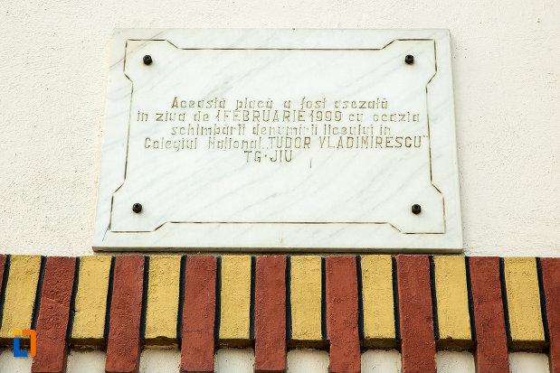 placuta-comemorativa-de-la-gimnaziul-colegiul-national-tudor-vladimirescu-din-targu-jiu.jpg