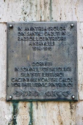 placuta-comemorativa-de-pe-monumentul-eroilor-din-santau-judetul-satu-mare.jpg