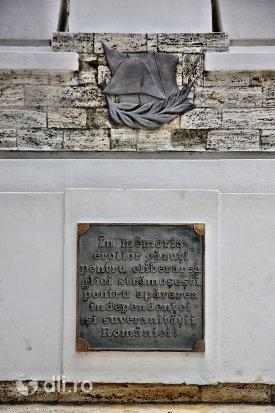 placuta-comemorativa-de-pe-monumentul-eroilor-din-tasnad-judetul-satu-mare.jpg