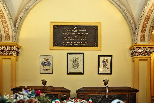 placuta-comemorativa-din-cripta-familiei-karolyi-de-la-manastirea-franciscana-sf-anton-din-capleni-judetul-satu-mare-2.jpg