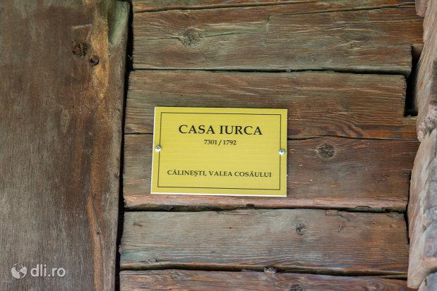placuta-cu-casa-iurca-muzeul-satului-din-sighetu-marmatiei-judetul-maramures.jpg