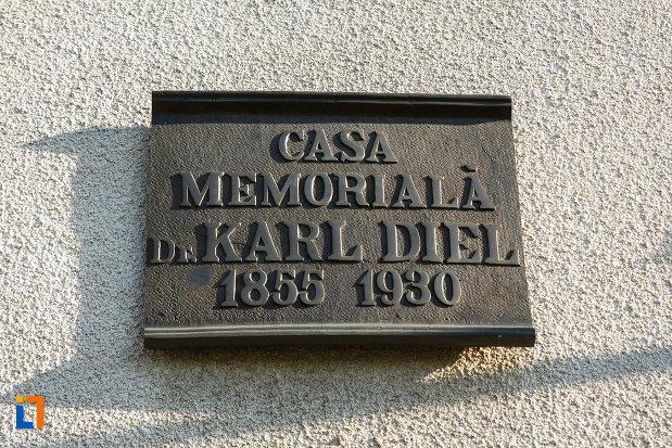 placuta-cu-casa-memoriala-dr-karl-diel-din-jimbolia-judetul-timis.jpg