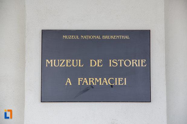 placuta-cu-muzeul-de-istorie-a-farmaciei-din-sibiu-judetul-sibiu.jpg