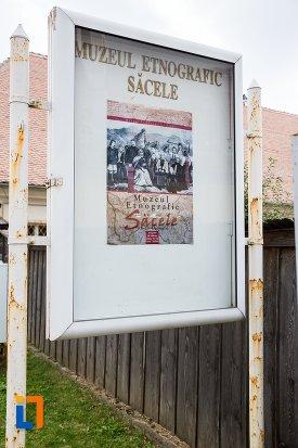 placuta-cu-muzeul-etnografic-sacele-judetul-brasov.jpg