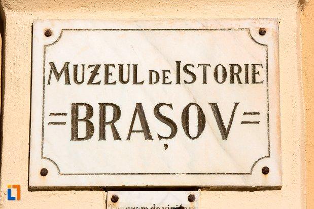 placuta-cu-muzeul-judetean-de-istoria-din-brasov-judetul-brasov.jpg