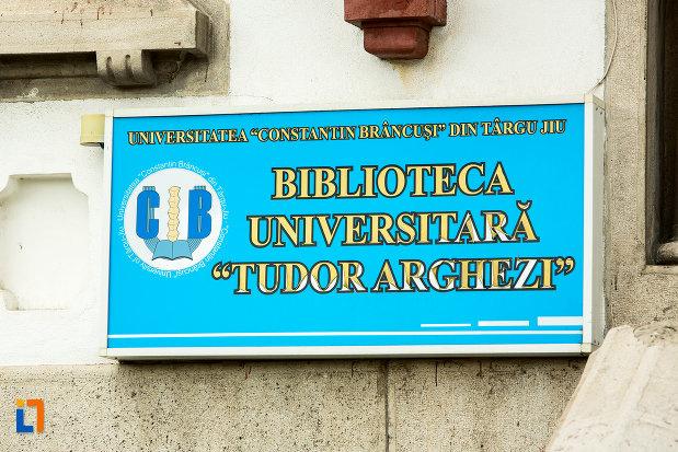 placuta-de-la-biblioteca-universitara-tudor-arghezi-din-targu-jiu-judetul-gorj.jpg