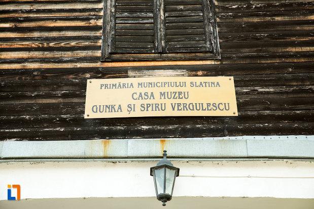 placuta-de-la-casa-muzeu-gunka-si-spiru-vergulescu-din-slatina-judetul-olt.jpg