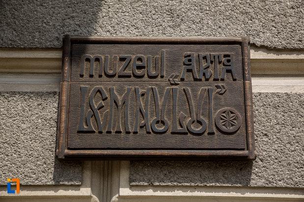 placuta-de-la-muzeul-arta-lemnului-din-campulung-moldovenesc-judetul-suceava.jpg