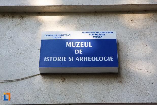 placuta-de-la-muzeul-de-istorie-si-arheologie-din-tulcea-judetul-tulcea.jpg